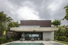 SB House at Baleia Beach (São Paulo, Brazil, 2017) ------ Casa SB (São Paulo, Brasil, 2017). Foto: @leonardofinotti #studioarthurcasas #arthurcasas #sbhouse #casasb
