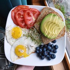 Healthy recipes - Avocado and Eggs The perfect pair Avocado Eggs Diet Gourmet Afflink Breakfast Low Carb, Clean Eating Breakfast, Healthy Breakfast Recipes, Healthy Recipes, Breakfast Ideas, Breakfast Soup, Breakfast Toast, Healthy Breakfasts, Diet Snacks