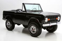 DREAM TRUCK: 1976 Ford Bronco Black 8 Cylinder Automatic 4 wheel drive |