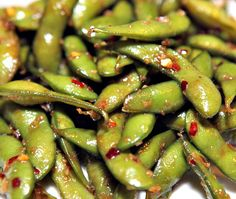 The flavor of edamame blends well with garlic, chili and soy sauce. Chili Garlic Edamame is mouth watering with just a kick of heat. A great snack!