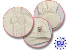 Nicht ohne meinen #Teddybär! Feine Details veredeln den #Neugeborenen Set aus #Stramplerhose, #Babyjacke und #Babymütze der Marke AM artmoda.de