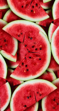 3/15 Best Fruits For Fast Weight Loss watermelon. Watermelon helps reduce fluid retention, constipation, skin disorders and promotes weight loss. The fruit is also high in water content to make you feel full while it is naturally low in calories. Consuming water melon at least once per day lowers fat accumulation, increases absorption of healthy lipids and reduces the occurrence of muscle soreness.