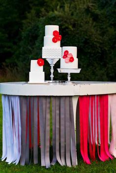 Cake table with ribbon streamers