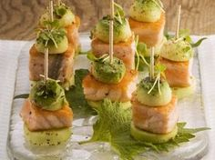 Gurken-Lachs-Häppchen mit Avocado Recipe: Cucumber and salmon canapes with avocado Fingerfood Recipes, Appetizer Recipes, Food To Go, Food And Drink, Salmon Canapes, Pilsbury Recipes, Austrian Recipes, Cheese Appetizers, Toothpick Appetizers