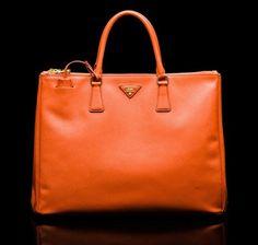 Shopping orange Prada