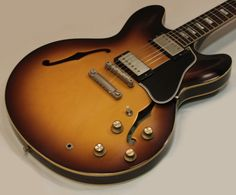 Gibson Custom 1963 ES 335 Block Reissue Vintage Sunburst Guitar Room, Jazz Guitar, Guitar Amp, Cool Guitar, Gibson Es 335, Gibson Les Paul, Guitar Garage, Famous Guitars, Studio Equipment