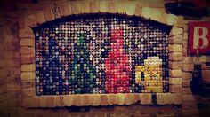 Decorazione con 1200 tappi di birra!
