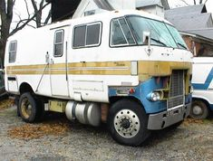 Neat idea, needs lots of fab work Off Road Camper, Camper Caravan, Truck Camper, Cool Trucks, Big Trucks, Cool Cars, Semi Trucks, Lifted Trucks, Vintage Rv