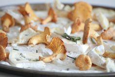 Lieblingspizza: Pfifferlinge, Rosmarin und Gorgonzola  Phantastischer Belag. Das mit dem Teig probiere ich nochmals...