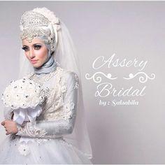 Irma habsyi looks so elegant in this wedding dress Bridal Hijab, Hijab Wedding Dresses, Hijab Niqab, Dress Ideas, Muslim, Bridesmaids, Victorian, Elegant, Fashion