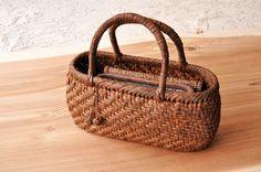 大好きな山ぶどうかごバッグ。 ころんとしたこのカタチに一目惚れして、2つ目を育てています。 国産山葡萄工芸で有名な山形の作家さんが編んだバッグです。 ...