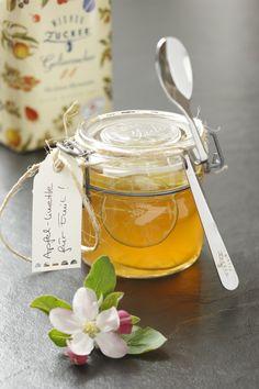 Apfel-Limetten Gelee, das Video zur Herstellung findest du hier: https://www.youtube.com/watch?v=JeoTraEhuBA (Rezept, Einkochen, Einmachen, Marmelade, Konfitüre, Gelierzucker, Selbstgemacht)