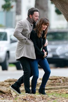 Just when you think Ben Affleck and Jennifer Garner couldn't get any cuter, the couple outdoes themselves right before the holidays. Cute Celebrity Couples, Celebrity Weddings, Celebrity News, Cute Couples, Ben Affleck, Ben And Jen, Famous Couples, Jessica Biel, Couples