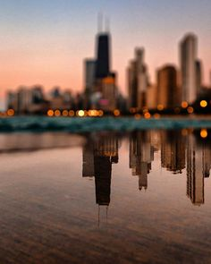 I like this reflection photo because of the colors, scenery, and how the reflection is clearer that the actual background, and how the background is a bokeh efect Symmetry Photography, Building Photography, Reflection Photography, Scenery Photography, Chicago Photography, Water Photography, Photography Projects, Creative Photography, Digital Photography