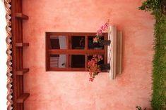 Ventana de Casa al estilo Colonial en Antigua Guatemala
