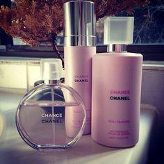 dolce and gabbana perfume Book Perfume, Chanel Perfume, Perfume Bottles, Couture Perfume, Perfume Body Spray, Bath And Body Works Perfume, Bandeja Perfume, Chanel Creme, Parfum Victoria's Secret