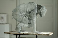 Italian scenographer and sculptor Edoardo Tresoldi, creates amazing hand-made sculpture from metallic wire mesh, transforming a mundane in. Sculptures Sur Fil, Art Sculpture, Wire Sculptures, Abstract Sculpture, Bronze Sculpture, Outdoor Sculpture, Jeff Koons, Contemporary Sculpture, Contemporary Art