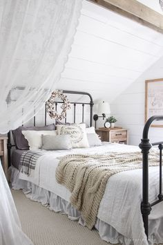 Fall Bedroom Fall Into Home Tour 2019 A beautiful farmhouse bedroom decorated with simple touches of fall! The post Fall Bedroom Fall Into Home Tour 2019 appeared first on House ideas. Home Bedroom, Farmhouse Style Master Bedroom, Home Decor, Bedroom Inspirations, Chic Bedroom, Fall Bedroom, Remodel Bedroom, Shabby Chic Bedrooms, Master Bedrooms Decor