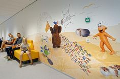 Animations and graphics are located throughout the hospital, including the atrium, waiting areas, and treatment rooms. Photo: ©Wim Verbeek