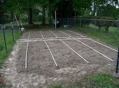 Learn how to make a drip irrigation system for your vegetable garden. Pipe Diy Projects, Outdoor Projects, Garden Projects, Garden Ideas, Lawn And Garden, Water Garden, Vegetable Garden, Garden Bed, Farm Gardens