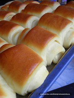 Měkkoučké a jemné pečivo. Tajemstvím měkkého těsta, které připomíná pavučinu je sušené mléko. Vyzkoušejte a uvidíte, že jiné už připravovat nebudete. Cookbook Recipes, Dessert Recipes, Cooking Recipes, Albanian Recipes, Bread Dough Recipe, Sweet Cooking, Czech Recipes, Salty Foods, Sweet Pastries