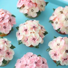 This cupcake bouquet tutorial will show you how to make an easy arrangement of buttercream flowers. Cupcake Flower Bouquets, Flower Cupcakes, Wedding Cupcakes, Mothers Day Cakes Designs, Mothers Day Cupcakes, Pretty Cupcakes, Beautiful Cupcakes, Cake Decorating Techniques, Cake Decorating Tips