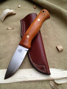 Trapper Blade: 3.5″ Handle: 4.70″ Price: From £260