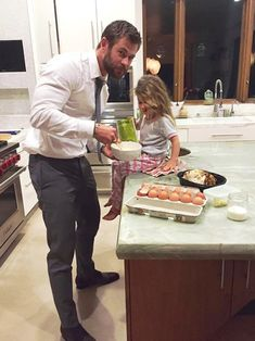 Chris Hemsworth and his 3 year old daughter India (April 11, 2016)