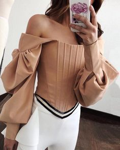 Plain blouse with long sleeves and bare shoulders - Women& shop - Fas . - Plain blouse with long sleeves and bare shoulders – Women& boutique – Fashion - High Fashion, Womens Fashion, Swag Fashion, Fashion Sewing, Looks Style, Mode Inspiration, Pattern Fashion, Fashion Details, Blouse Designs