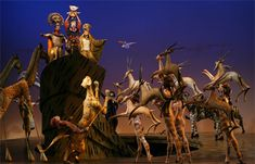 Seeing a musical on Broadway is a New York City experience that everyone should have in their lifetime. Check our 7 Broadway shows that you should see. Lion King Broadway, Lion King Musical, Musical Rey Leon, The Lion King, King 3, Julie Taymor, Lion King Costume, Le Roi Lion, Circle Of Life