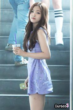 Son na eun Kpop Girl Groups, Korean Girl Groups, Kpop Girls, Pretty Asian, Beautiful Asian Girls, Tween Fashion, Womens Fashion, Apink Naeun, Asian Celebrities