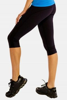 Yoga leggingss for women are very much popular in USA and especially famous for Alanic Activewear. They are offering special athletic clothing options as well as a large catalogue which can be checked out by simply tapping . It ranges in various colours and sizes mainly black and white striped, brownish peach, neon green and many more.