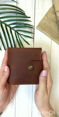 leather wallets Leather brown wallet women's made of crazy horse leather. This wallet is a perfect for your daily usage as holding money, credit cards and coins. The wallet is complet Minimalist Leather Wallet, Small Leather Wallet, Handmade Leather Wallet, Wallets For Women Leather, Small Wallet, Crazy Horse, Costume Africain, Leather Wallet Pattern, Brown Wallet