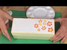Cómo decorar cajas con la técnica del jacarelado | facilisimo.com - YouTube Make It Yourself, Mini, How To Make, Blog, Crafts, Free Tutorials, Irene, Youtube, Google