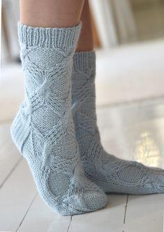 Teetee Tundra -villasukat Knitted Socks Free Pattern, Knitting Socks, Hand Knitting, Knitting Patterns, Knit Socks, Crochet Slippers, Knit Crochet, Cozy Socks, Blue Socks