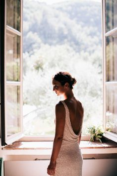 Beaded cowl-back wedding dress | Image by Stefano Santucci