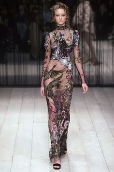 Alexander McQueen Fall 2016 Ready-to-Wear Fashion Show    http://www.theclosetfeminist.ca/  http://www.vogue.com/fashion-shows/fall-2016-ready-to-wear/alexander-mcqueen/slideshow/collection#38