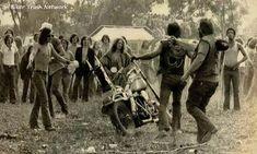 Old School Chopper, Vintage Biker, Ride Or Die, Biker Style, Cool Bikes, Vintage Photos, History, Concert, Choppers