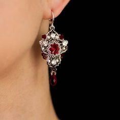 Marlina jewelry designer (@marlina.club) • Fotky a videá na Instagrame Arwen, Earring Tutorial, Sell Items, Swarovski Pearls, Beading Tutorials, Etsy Earrings, Bead Weaving, Diamond Earrings, Pendants