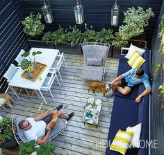 Tour a small and enchanting sanctuary in the city! Design: Mazen El-Abdallah Photo: Donna Griffith Hinterhof Garten Quadratmeter Small Space: A Backyard Small Terrace, Small Outdoor Spaces, Small Backyard Gardens, Backyard Patio Designs, Small Backyard Landscaping, Small Space Gardening, Narrow Backyard Ideas, Modern Backyard, Small Backyards