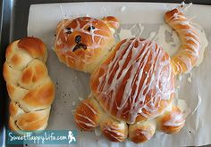 Looks yummy. There is another kind of Tiger Bread which isn't sweet that is popular in Europe. This is a sweet bread, though. Yeast Bread Recipes, Baking Recipes, Easy Family Meals, Kids Meals, Family Recipes, Tiger Bread, Cat Bread, Cute Food, Good Food