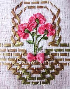 Color con Estilo: Vagonite: Canastitas con claveles color fucsia. #vagonite #bordadosconcintas #embroidery