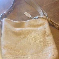 e0d8e5e98bb 71 Best Handbags images   Leather totes, Leather handbags, Leather ...