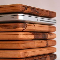Wood mac book covers ~ I know my husband would love this <3 Great idea for Father's Day gift!