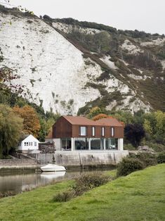 Completed in 2015 in Lewes, United Kingdom. Images by Richard Chivers, Leigh Simpson,  Oliver Perrott . Sandy Rendel Architects has…