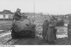 Federal Archive 101I-140-1207-39, Russia, soldiers Schützenpanzer.jpg