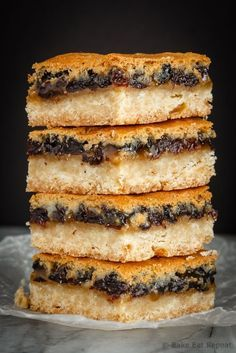 These butter tart squares are butter tarts in bar form - a shortbread base with a sweet topping made with butter, sugar and currants. Perfect for your holiday baking! Quick Easy Healthy Meals, Healthy Chicken Recipes, Easy Meals, Entree Recipes, Lunch Recipes, Bar Recipes, Butter Tart Squares, Butter Tarts, Unique Recipes