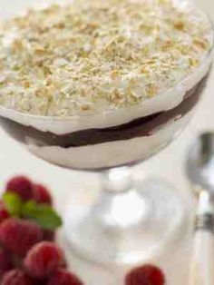 Scottish Cranachan (quick easy recipe) Perfect for Hogmanay and Burns Night celebrations, it is too good though to save just for special occasions and is especially nice in the summer making the most of delicious Scottish raspberries. Scottish Dishes, Scottish Recipes, Irish Recipes, Scottish Desserts, English Recipes, Oats Recipes, Dessert Recipes, Easy Desserts, Cranachan Recipe