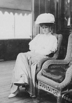 Empress Alexandra Feodorovna of Russia on board the Imperial Royal yacht,the Standart. Vintage Photographs, Vintage Photos, Familia Romanov, House Of Romanov, Alexandra Feodorovna, Tsar Nicholas, Imperial Russia, European History, Beautiful Family