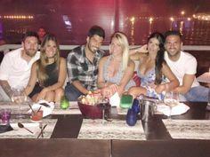 El futbolista de nacionalidad argentina, demostró que su generosidad no tiene límites, pues junto con su prometida, invitó a dos de sus compañeros de equipo, Luis Suárez y Cesc Fabregas; con sus respectivas esposas a degustar una lujosa cena.